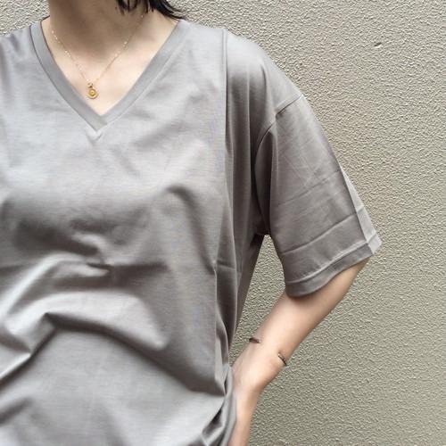 Squady/VネックTシャツ